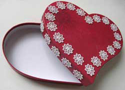 Heart-shaped-box-002.jpg
